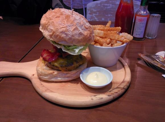 EST's 8oz Big Cheese Burger